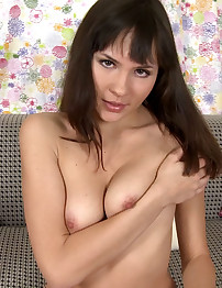 18closeup.com: Carolina Pounds her Asshole to Orgasm #Tease #Juice #Anal