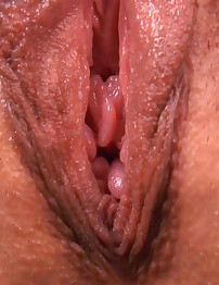 Isabella Squirts her Gushing Orgasmic Juices!