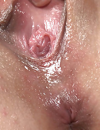 Amelia Squirts her Juices in an Explosive Orgasm